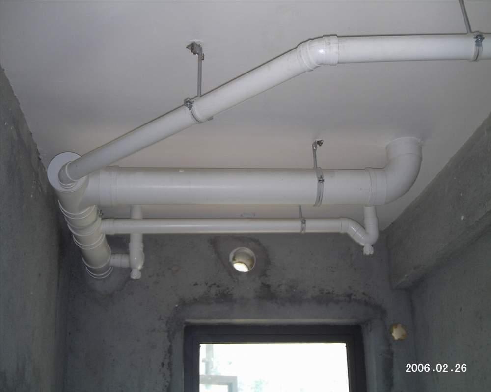 5栋的下水管道和错层阳台