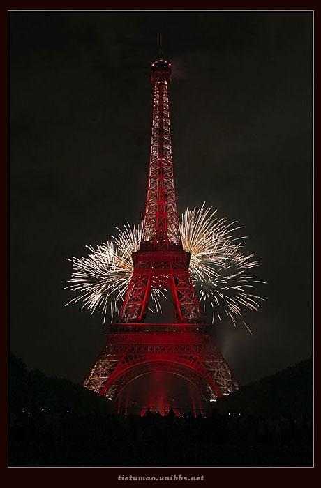 埃菲尔铁塔的烟火表演