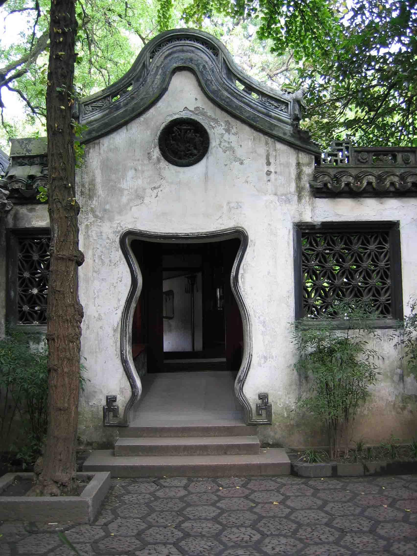 > 上海豫园--中国江南古典私家园林建筑风格的典型代表作