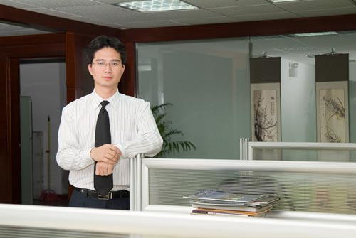 男士似乎更适合在办公室里拍照