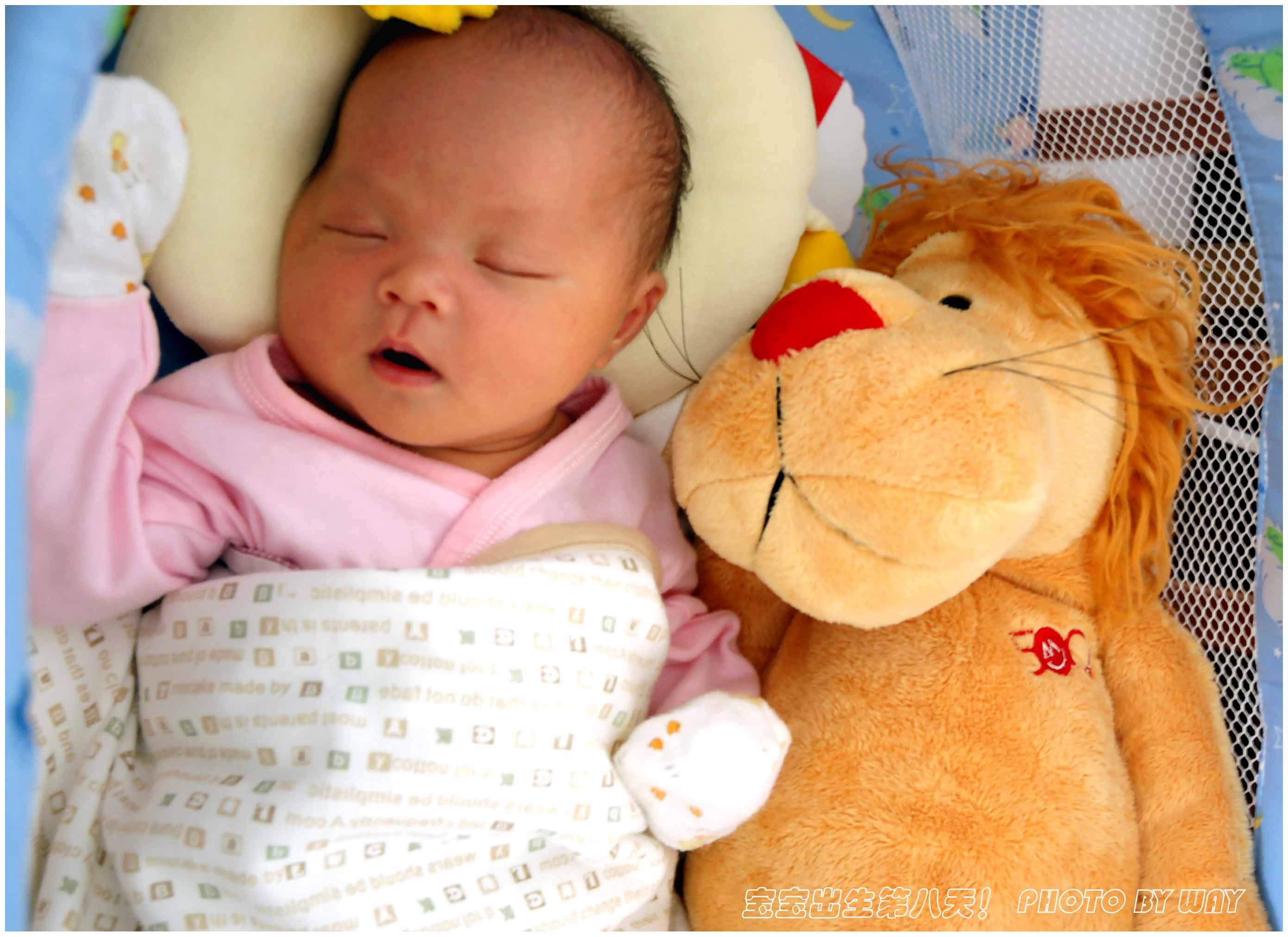宝宝出生第八天的照片,太可爱了!