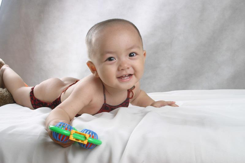 > 谁有大眼睛漂亮小孩的照片呀,共享下,胎教用呀.谢谢
