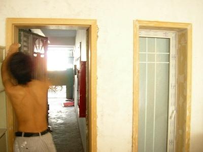 呵呵!`這是廚房和客廳進戶門