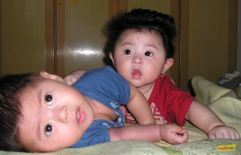 我见过的最漂亮的双胞胎宝宝