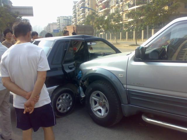 出入平安,开车可别这样,坐车的也小心了