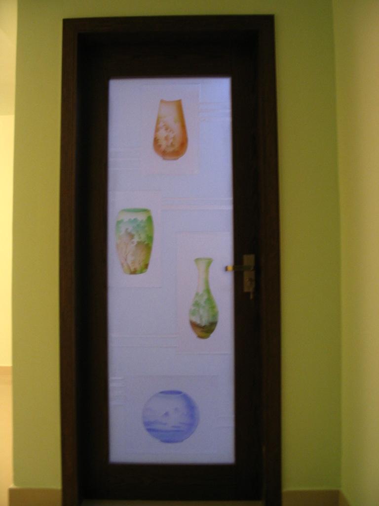 主卧室艺术雕花玻璃门