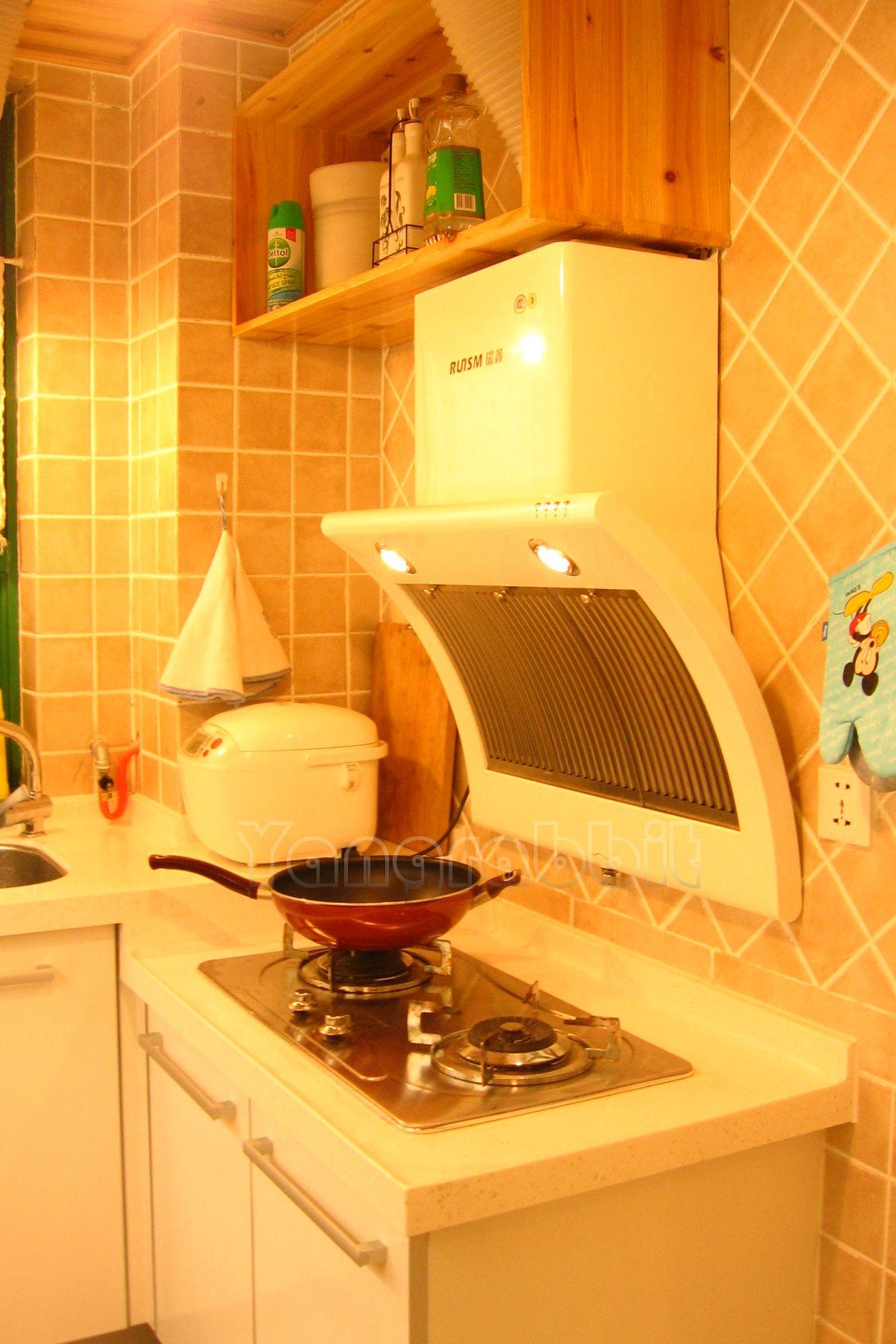 > 洋兔装修-------一个不足三平米的小厨房变得宽敞了许多:)