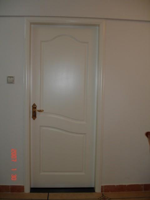 黑白卧室门