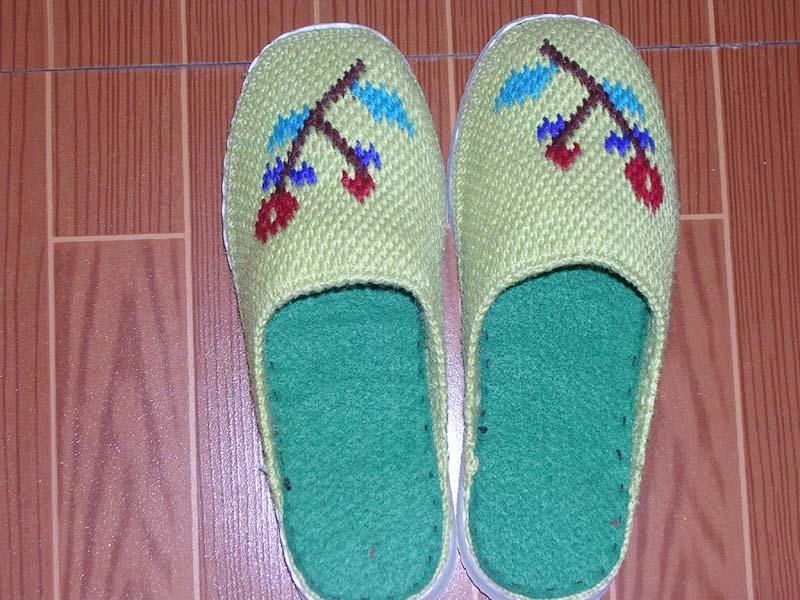 手工钩出来的毛线拖鞋有人喜欢吗?