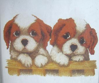 可爱小狗(抱枕)  价格:30rmb/个  尺寸:43cm   43cm  品牌:如意十字绣