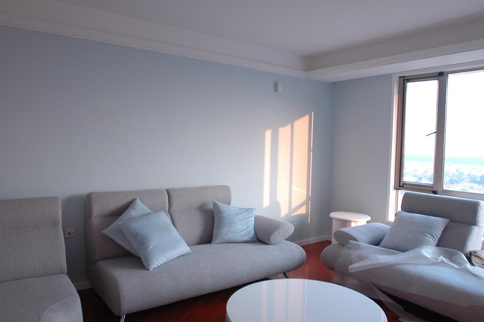 瑞河耶纳华先生家的墙面效果            ————客厅  (未软装修时