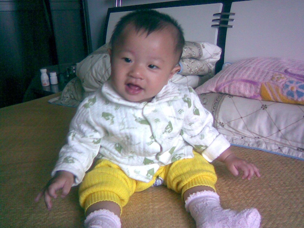 秀一下我们家可爱的龙凤胎宝宝!