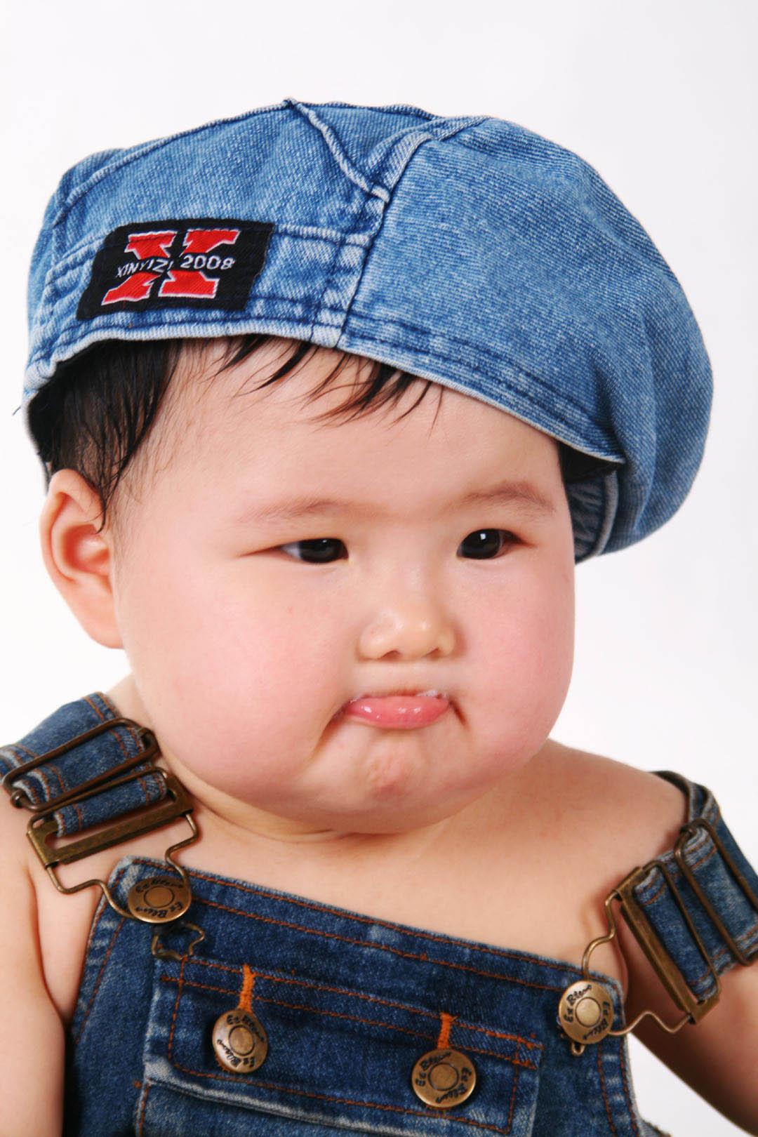 > 9个月的漂亮胖女孩~~~超可爱,大家赏脸看看