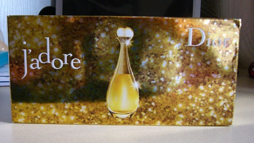 > 代公司转让包装略有折印的新购入dior真我香水礼品盒100ml