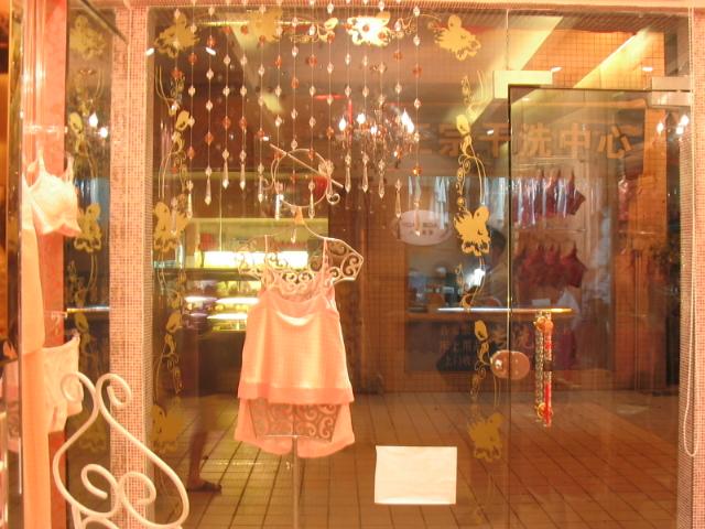> 上些图片,上月装修的内衣店风格!
