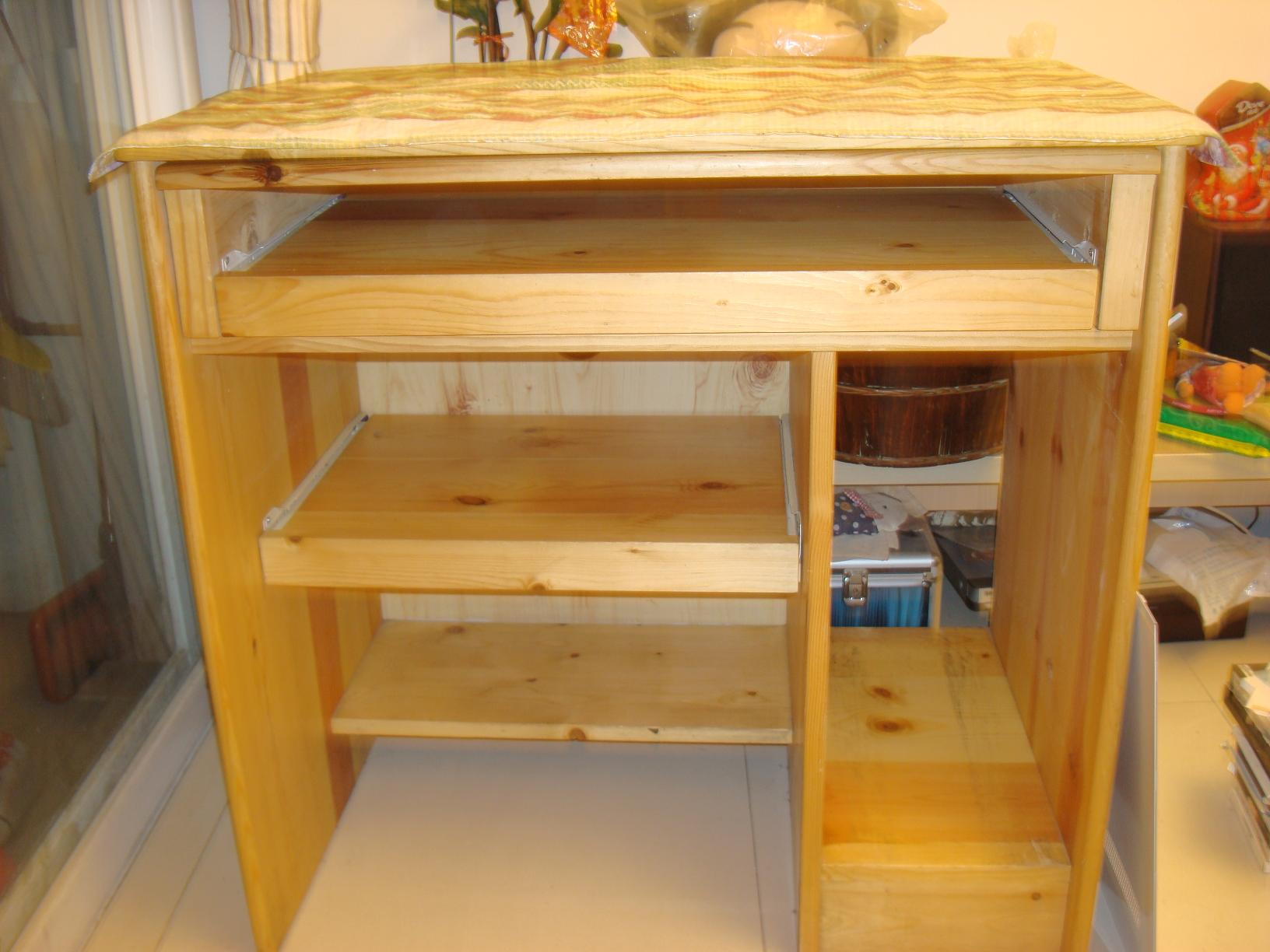 实木电脑桌跟床头柜